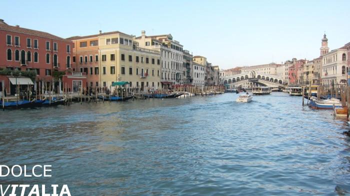 Ponde di Rialto crossing Canal Grande in Venezia